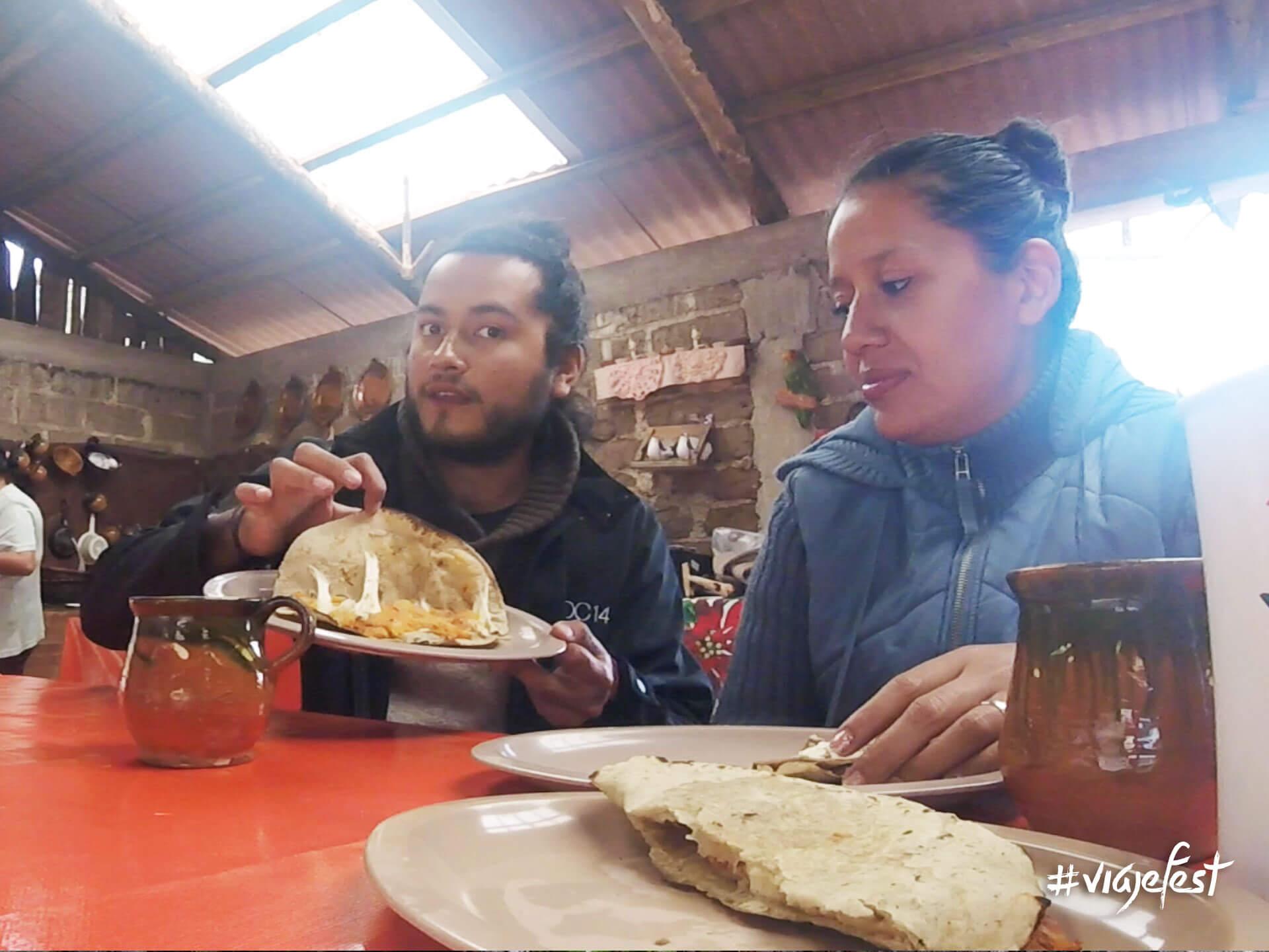 Quesadillas, tacos o antojitos mexicanos.