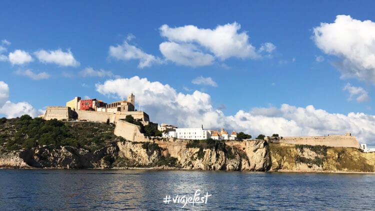 Dalt Vila, la ciudad amurallada de Ibiza desde donde tienes unas vistas increíbles.