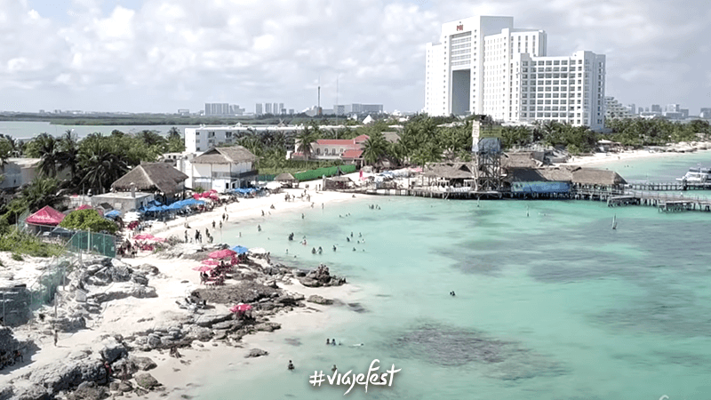Playa Tortugas, una de las mejores playas de Cancún por sus restaurantes