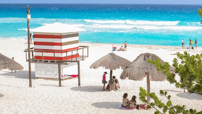 Ventana al mar en Playa Delfines Cancún