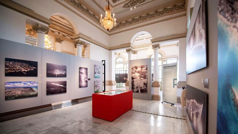 Sala de exposición en Palacio Cantón en Mérida